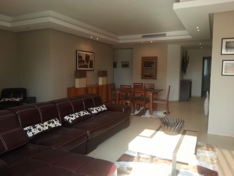 Appartement non meublé de 3 chambres et 3 salles de bain à louer à la Gombe