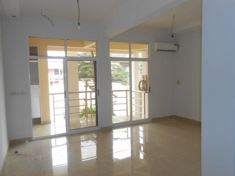 Meublé, appartement de 1 chambre et 1 salle de bain à louer à GB