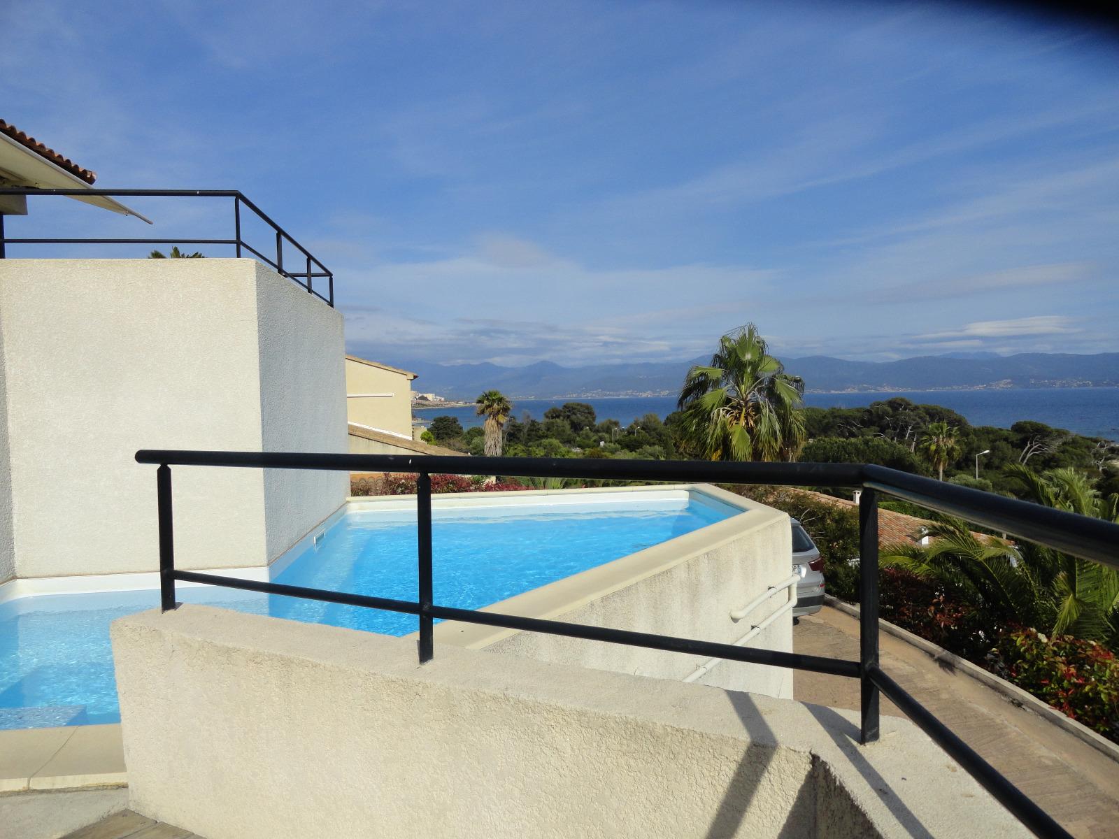 Corse du sud villa d 39 architecte vue mer exceptionnelle for Achat maison corse du sud