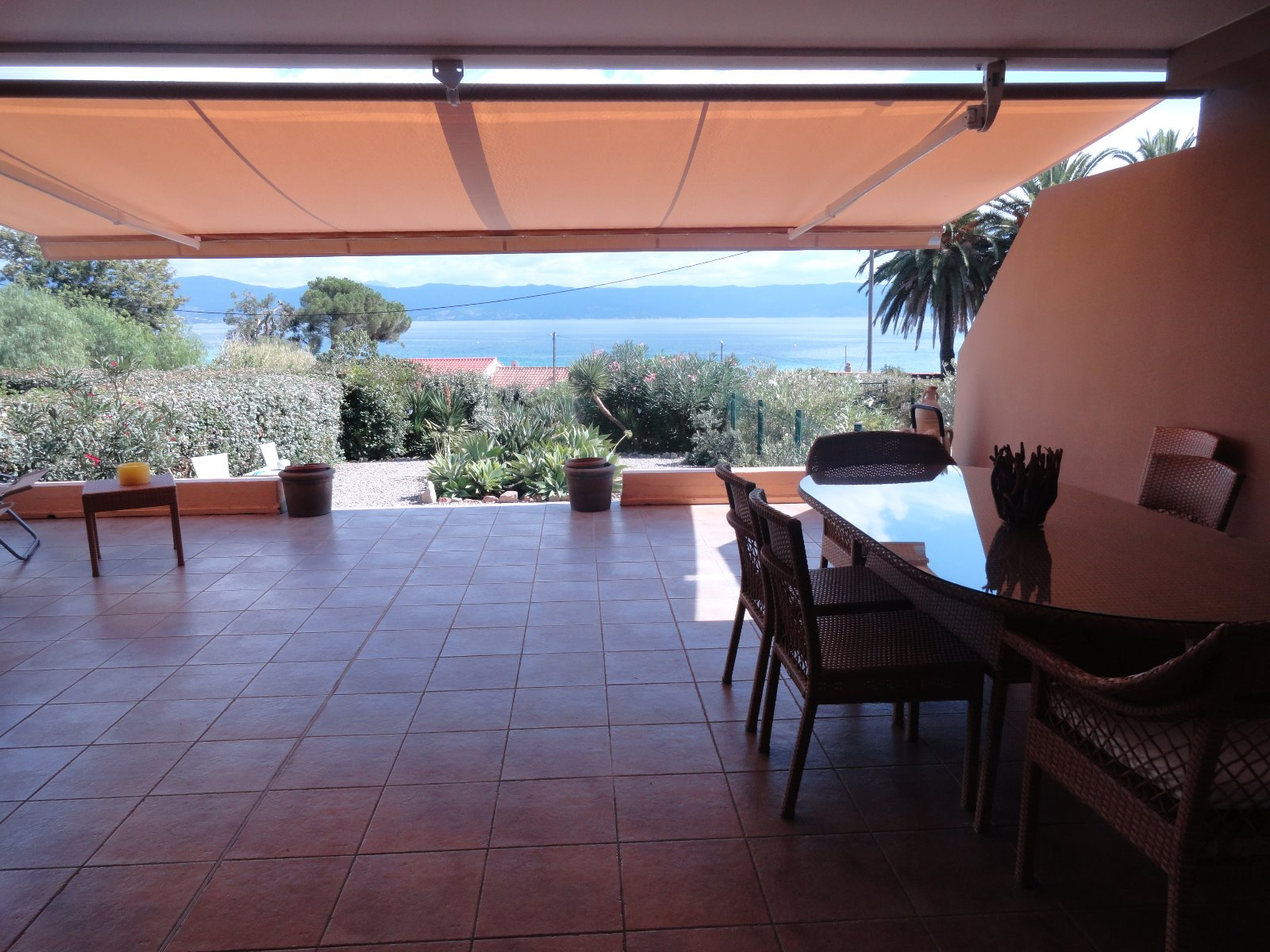 ajaccio barbicaja location au mois f2 meubl de 55m pierre et patrimoine corse du sud. Black Bedroom Furniture Sets. Home Design Ideas