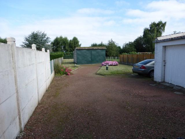 Plain pied secteur calme sur 800 m garage et hangar for Location garage henin beaumont