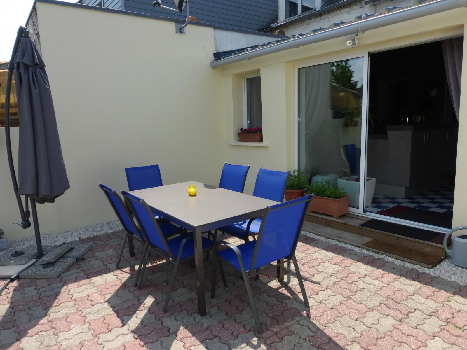 Semi plain pied avec garage et beau jardin h nin for Location garage henin beaumont