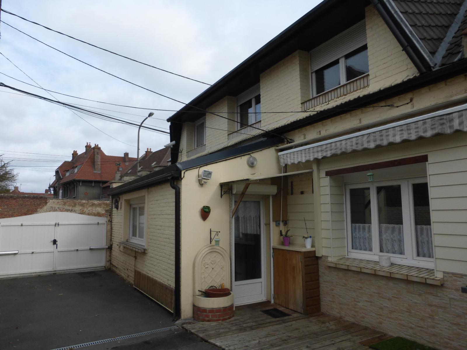 Maison individuelle avec grand garage et passage c t for Location garage henin beaumont
