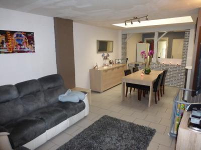 jolie maison r nov e proximit des coles et du centre. Black Bedroom Furniture Sets. Home Design Ideas