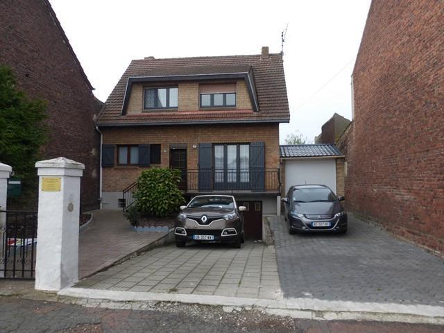 charmante maison individuelle avec garage en sous sol et jardin montigny en gohelle. Black Bedroom Furniture Sets. Home Design Ideas