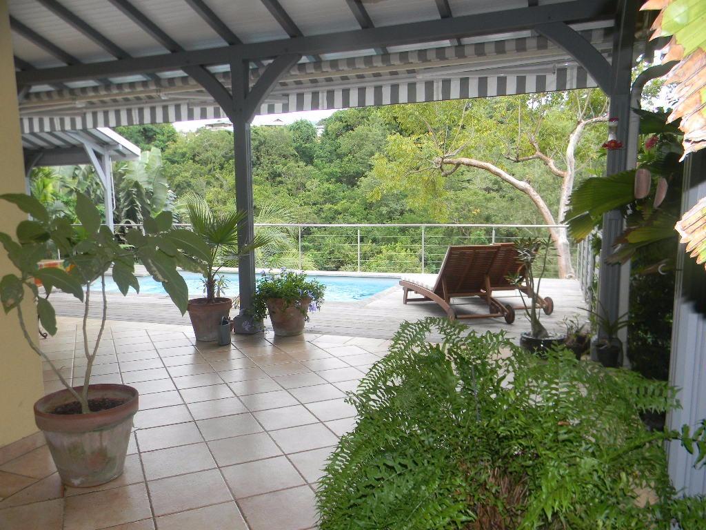 Les trois ilets agreable villa f4 avec piscine et carbet dans lotissement haut de gamme Atmosphere agreable piscine jardin