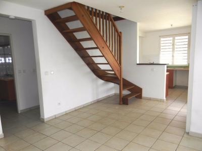 TROIS ILETS : Exclusivite : dernier étage pour ce grand T4 en Duplex, lumineux et fonctionnel