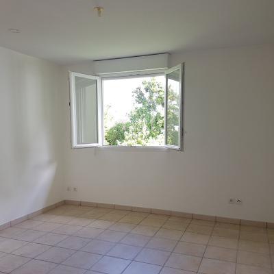 DUCOS : Dernier étage pour ce T3 central et en trés bon état, résidence calme et sécurisée