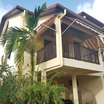 LE LAMENTIN : Exclusivité Belle construction pour cette villa F4 cossue avec piscine, jardin arboré