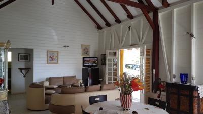 VAUCLIN : Spacieuse villa F5/6 de plain-pied à proximité des Fonds Blancs, environnement privilégié