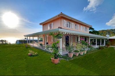 CASE PILOTE : Exclusivité : Habitation en 1ière ligne, villa F4 avec piscine