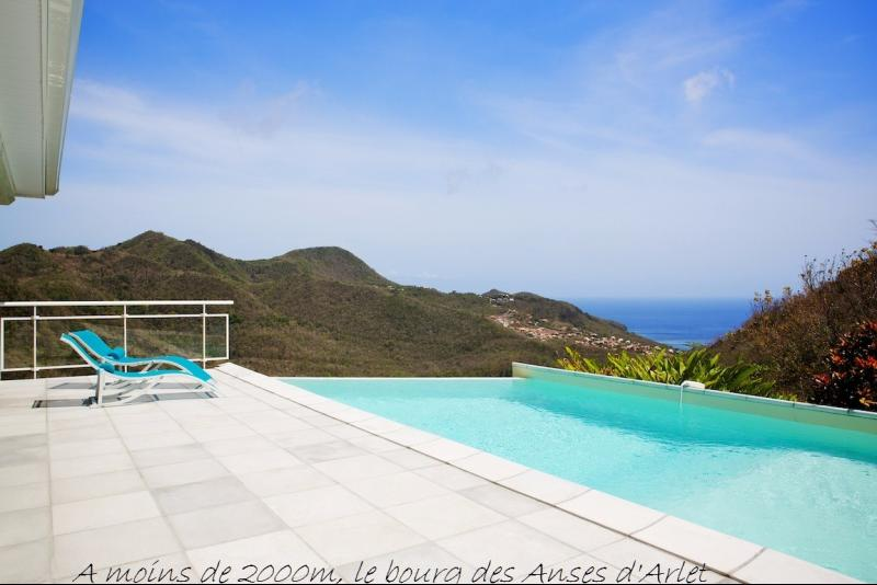 LES ANSES D'ARLET : Exceptionnelle vue mer pour cette propriété idéale résidence secondaire