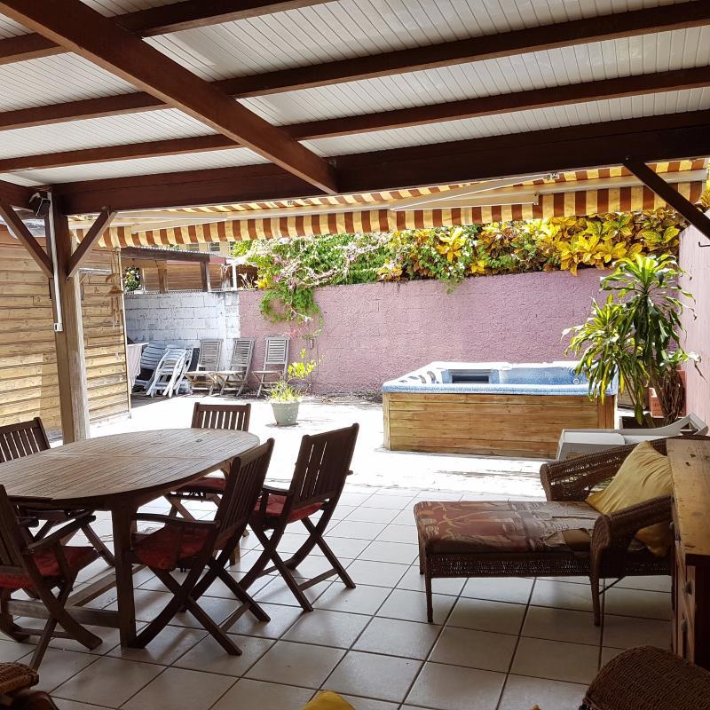 SCHOELCHER : Rare : On y vit comme dans une maison : T3 + bungalow sur cour intérieure privative