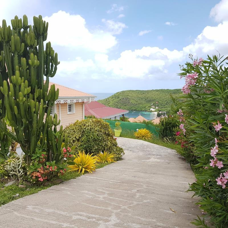 LES ANSES D'ARLET : Exclusivité sur les hauteurs de la baie : Jolie Villa F4 avec piscine