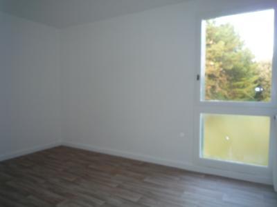 Vue: chambre 2, T4  QUARTIER DU LAC avec GARAGE