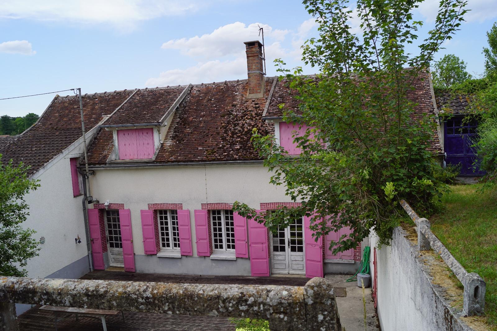 Secteur Thorigny sur Oreuse, vaste villageoise pleine de charme, terrain de 4113 m².