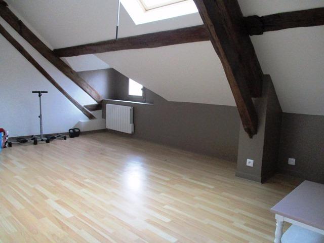 Villeneuve la Guyard, bel appartement de 27 m² environ.