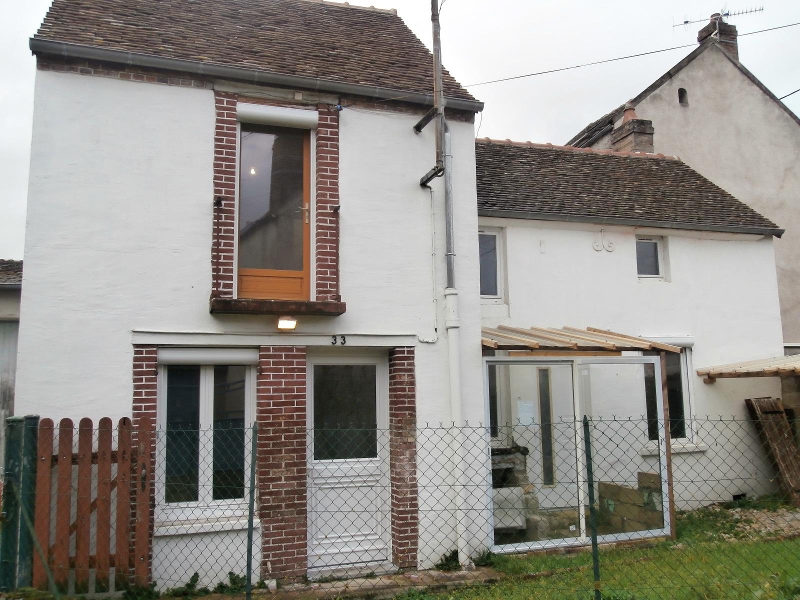 EXCLUSIVITE  - Pont sur Yonne, villageoise de 80 m² environ et son jardinet.