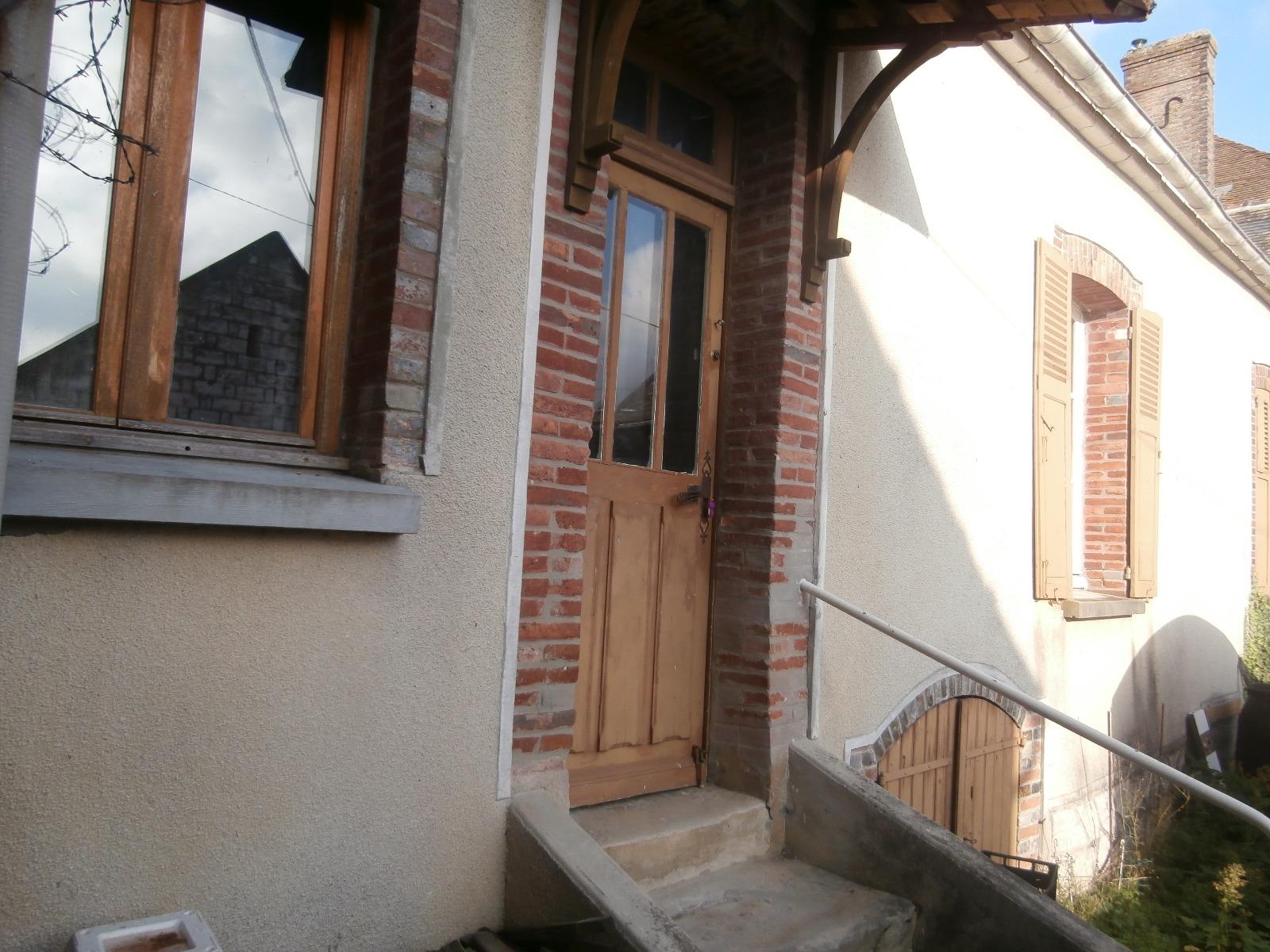 Secteur Pont-sur-Yonne, villageoise au fort potentiel avec grange, sur 625 m² environ de terrain.
