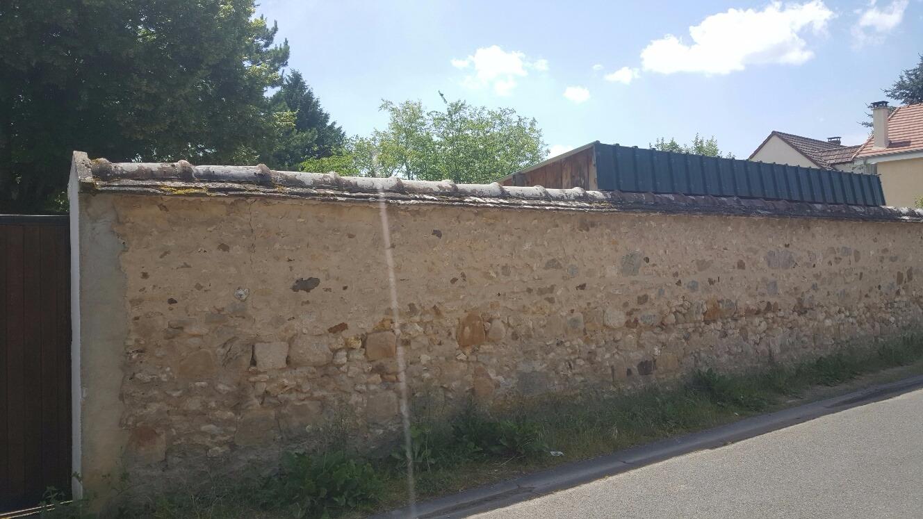 Secteur Montereau-Fault-Yonne, à deux pas de l'autoroute A5, village recherché.