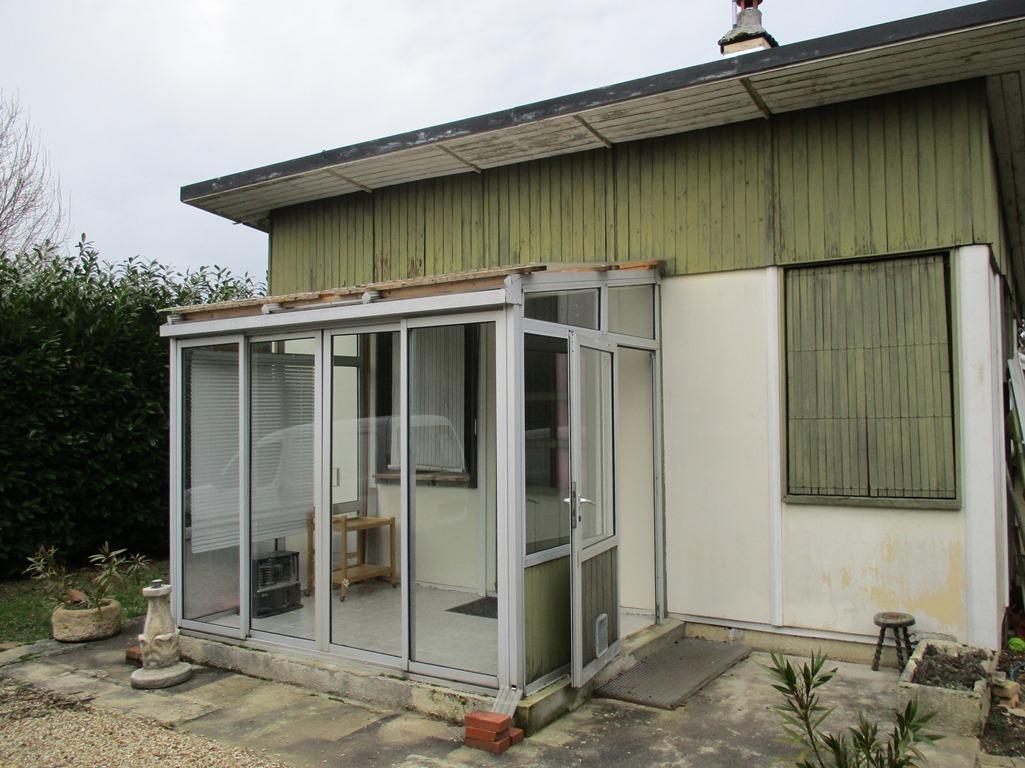 Secteur Villeneuve la Guyard, maison de campagne de 38 m² environ.