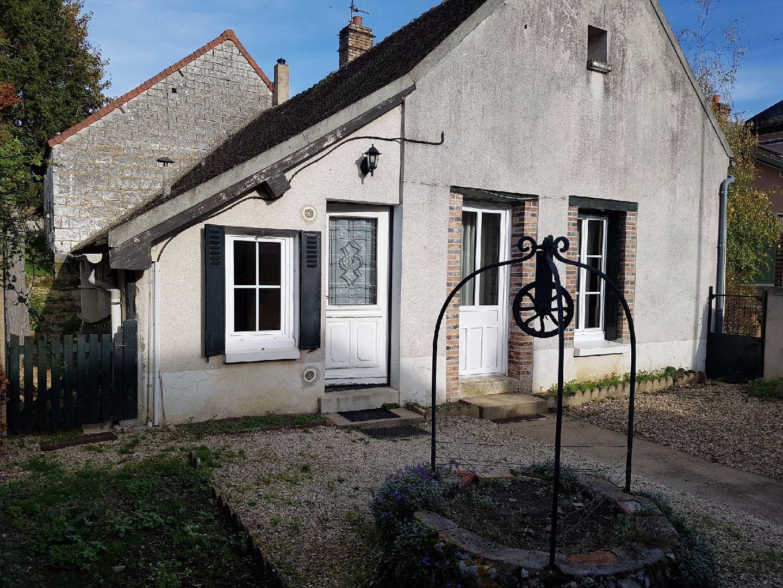 Aux portes de Pont sur Yonne, villageoise de plain pied avec grand potentiel