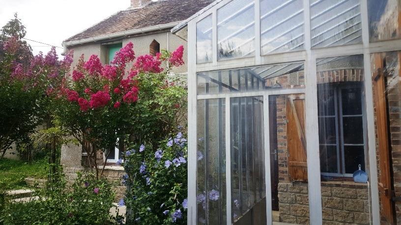 Villeneuve la Guyard, charmante maison de village sur 720 m² environ de terrain à rénover