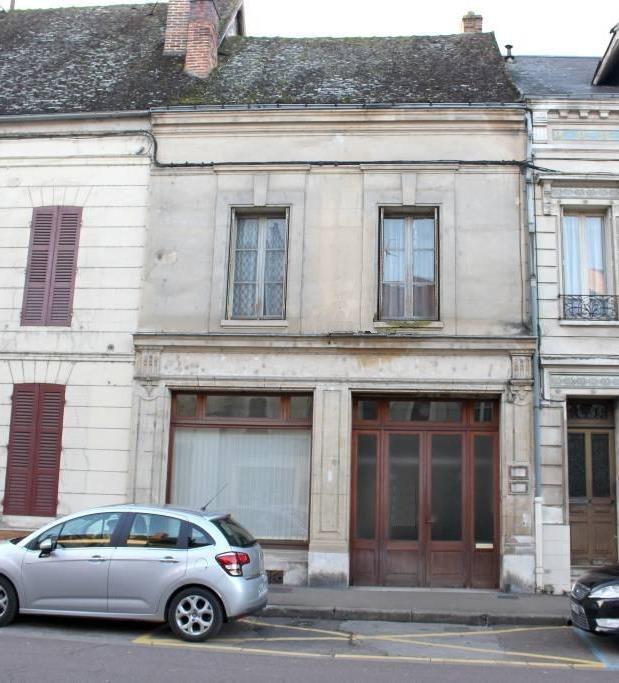 Maison 7 pièces beaux volumes gare sur place à 1h40 de Paris Bercy