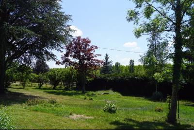 Aux portes de Saint Val�rien, terrain � b�tir avec viabilit�s d'environ 716 m�.