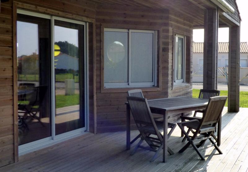 givrand a vendre spacieuse maison proximit des plages d 39 clic immo st gilles croix de vie. Black Bedroom Furniture Sets. Home Design Ideas