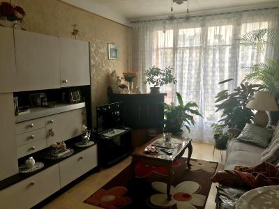 Vue: salon avec balcon, Appartement 3 pi�ces lumineux dernier �tage parking