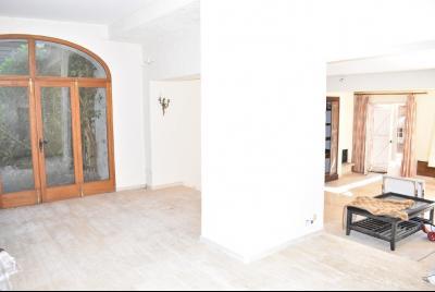 VIDAUBAN, maison � r�nover 207 m2 terrasse et garage