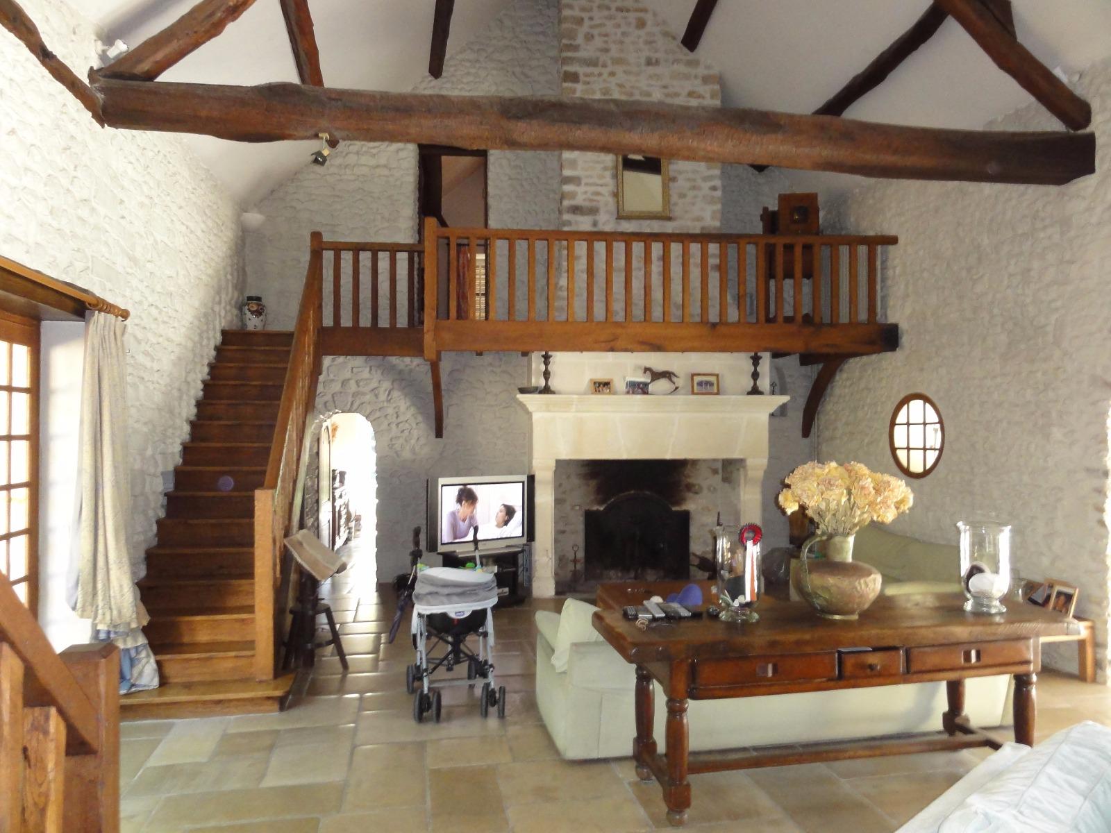 Maison ancienne avec piscine int rieur et ext rieur 4 chambres for Interieur vivre
