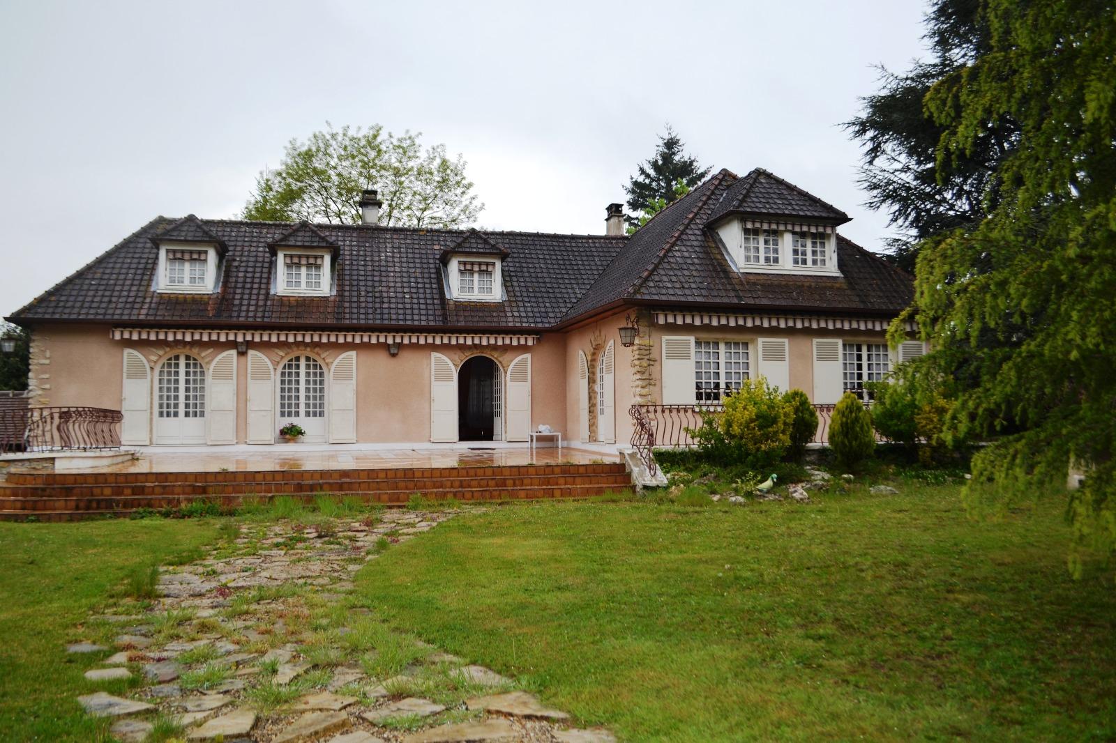Maison avec tour carre maison camille with maison avec for Maison moderne carre