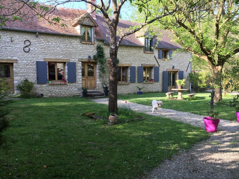 longère ancienne en pierre Milly La Forêt, immobilier Seine-et-Marne, Agence Carre-Immo