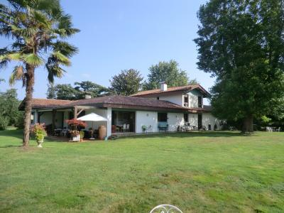 Magnifique villa de 220m² sur parc de 1,1 ha avec Bergerie de 135 m² à aménager
