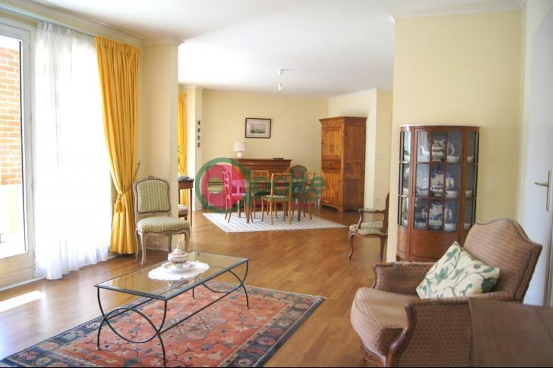 LA MADELEINE Botanique, Magnifique appartement, 3 chambres, 2 salles de bains, balcon, garage.