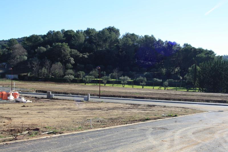 Parcelle de terrain constructible -  CLERMONT L'HERAULT - 567 m²