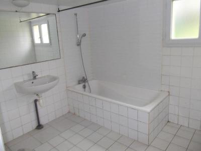 Vue: Salle de bain, PEAULE