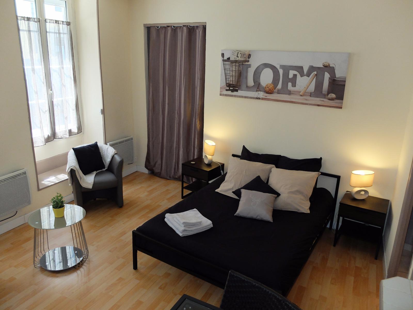 exclusivit centre de pau a vendre studio meubl id al pour investisseur. Black Bedroom Furniture Sets. Home Design Ideas