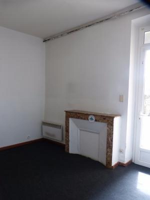 Vue: NAY - Vente Appartement T3 avec cour privative, NAY - Vente appartement T3 à rafraichir dans une petite copropriété