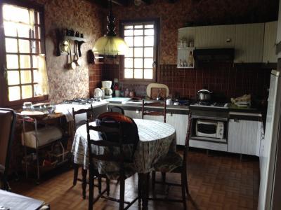 Vue: Proche NAY - Vente grande maison, Proche NAY - Vente Grande maison de 166 m² - A rafraichir