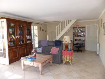 Vue: Proche NAY - Vente Maison 4 chambres au calme, Proche NAY - Vente Maison 4 chambres - Double garage - Jardin au calme