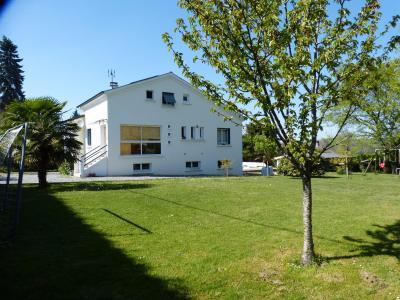 Vue: NAY - Vente Maison familiale avec 6 chambres et sa piscine, NAY - Vente maison familiale T7 sur beau terrain sans vis à vis