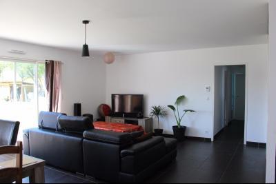 Vue: Proche NAY - Vente Maison BBC 3 chambres et 1 bureau, Proche NAY - Vente Maison de plain pied au calme et belle vue