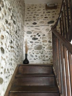 Vue: Proche NAY - Vente Maison ancienne de ville rénovée avec 3 chambres et 1  bureau, Proche NAY - Vente Ancienne maison de ville rénovée avec 3 chambres