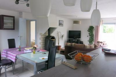 Vue: Sud de NAY - Vente Maison 3 chambres et 1 bureau, Sud de NAY - Vente Maison récente T5 avec jardin arboré de 1000 m² au calme
