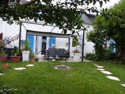 Vue: NAY - Vente Maison de village rénovée - 4 chambres, NAY - Vente d