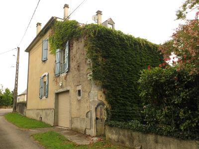 Vue: Sud de NAY - Vente Béarnaise rénovée avec 5 chambres, Sud de NAY - Vente Maison béarnaise rénovée de 210 m² avec garage et charmant jardin