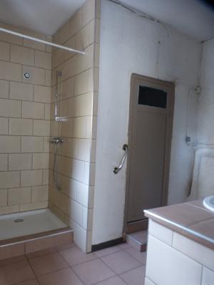 Vue: NAY Centre - Vente Appartement T3 avec cour privative, NAY - Vente appartement T3 avec cour à rafraichir dans une petite copropriété